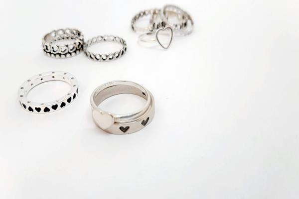 3. typy najpopularniejszych pierścionków srebrnych